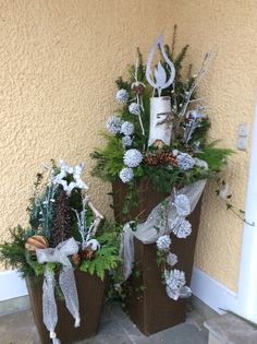 Picture result for Christmas decorations house entrance decorations outside Picture result . Christmas Makes, Christmas Is Coming, All Things Christmas, Christmas Time, Christmas Decorations For The Home, Christmas Wreaths, Holiday Decor, Wood Log Crafts, Christmas Wonderland
