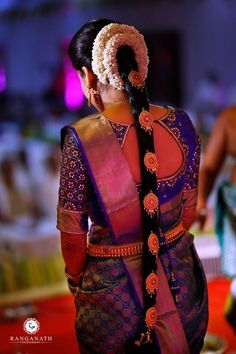 Here's what ANYA has got to say about their bride! Weddings are the symbol of traditions. Our ideal South Indian bride Vaishnavi Rajmohan Praveen gets every element right on point. The traditional . Bridal Hairstyle Indian Wedding, South Indian Bride Hairstyle, Indian Bridal Hairstyles, Bridal Hairdo, Saree Hairstyles, Bridal Sarees South Indian, Bride Indian, Indian Bridal Fashion, Silk Saree Blouse Designs