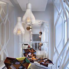 FLOS, lámparas decorativas han sido galardonadas con los premios más prestigiosos, gracias a sus invenciones tipológicas o luminotécnicas. Por ejemplo, su diseño Wallpiercing de Ron Gilad forma hoy parte de la colección permanente del MoMa de Nueva York y del Art Institute de Chicago