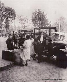 Historias matritenses: !Taxi! - Hoy como ayer- Taxis en la Estación de Príncipe Pío, hacia 1929. Fondo Santos Yubero.
