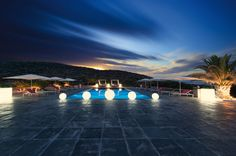 """Villa de Tagomago Ibiza: Prijs op aanvraag! Het paradijs van """"Tagomago"""" is een van de weinige en de mooiste prive-eilanden in Spanje. Tagomago is perfect gelegen op slechts 900 meter van de kust van de jetset eiland Ibiza en op slechts 30 minuten varen van de prachtige stranden van Formentera. Het behandelen van 600.000 m²…"""