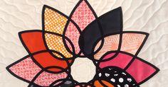 Alyssa del blog Pile O'fabric nos enseña como hacer una flor de loto con la técnica de la vidriera: aplicaciones con bies termo adhesivo. ...