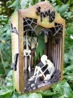 http://calicocraftparts.blogspot.co.uk/2015/09/hes-behind-you-spooky-shrine-by-alison.html