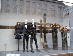 Zara-01.gif (480×368) Christmas Window Display, Visual Merchandising, Zara, Google Search, Glass Display Case