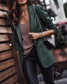 pretty winter outfits to copy now . - 40 pretty winter outfits to copy now pretty winter outfits to copy now . - 40 pretty winter outfits to copy now - Classically Chic Looks Chic, Looks Style, Mode Outfits, Casual Outfits, Rock Chic Outfits, Blazer Outfits, Elegantes Outfit Frau, Look Blazer, Moda Chic