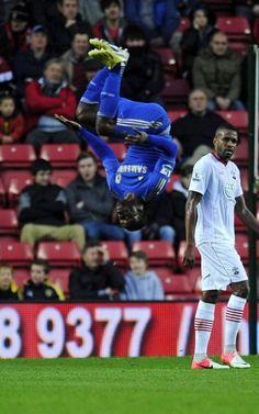 Victor Moses del Chelsea celebra un gol en el partido contra el Southampton