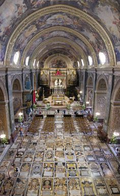 The magnificent floor of the Co-Cathedral of St. John, made up of more than 350 polychrome intarsia marble tombstones. This is in Malta Church Architecture, Historical Architecture, Malta Italy, Places Around The World, Around The Worlds, Malta Gozo, Malta Island, Cathedral Church, Saint Jean