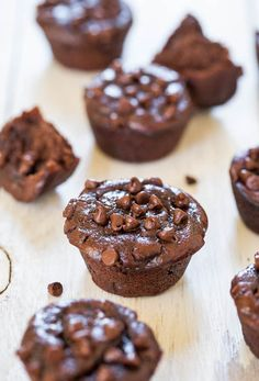 Flourless Double Chocolate Peanut Butter Mini Blender Muffins (GF) - No refined sugar, flour, oil & only 75 calories! They taste amazing! #recipe #chocolate