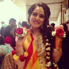 Pakistani Wedding - bridal flower jewellery for mehndi night Flower Jewellery For Mehndi, Mehndi Ceremony, Haldi Ceremony, Bridal Mehndi Dresses, Bridal Photoshoot, Bride Look, Indian Bridal, Beautiful Bride, Wedding Inspiration