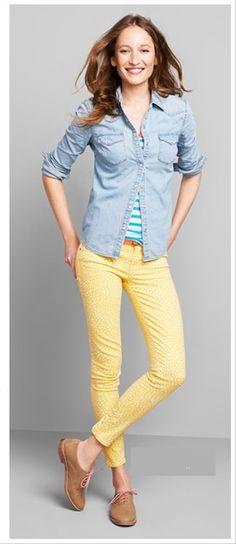 Yellow jeans, denim shirt. Look Gap
