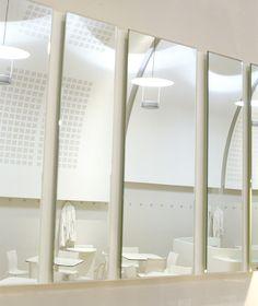 Caffetteria Palaexpo a Roma presso Palazzo delle Esposizioni, interni total white,arredi funzionali per la caffetteria, area relax e area ristoro, grande bancone disegnato e realizzato su misura Progetto Arch.Luca Braguglia Photo Beatrice Pediconi