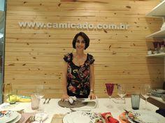 """Claudia Matarazzo durante o Workshop """"Luxo sem Frescura"""" na Loja Camicado, Shopping Pátio Paulista, em São Paulo, com a apresentação da linha Aquarela Claudia Matarazzo de Porcelana Schmidt e o apoio dos vinhos Rio-Sol"""
