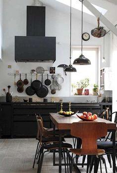 Love the hanging pans! Kitchen Interior, Kitchen Decor, Nice Kitchen, Kitchen Dining, Neutral Kitchen, Dining Room, Dining Table, Beautiful Kitchen, Rustic Kitchen