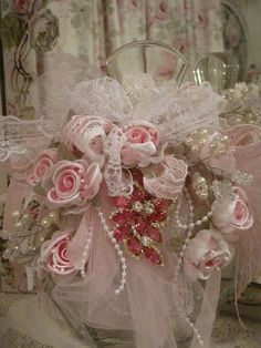 ❤°(¯`★´¯)Shabby Chic(¯`★´¯)°❤.ribbon, pearl bead ribbon, tulle, lace, and decorative pin! Shabby Chic Crafts, Vintage Shabby Chic, Shabby Chic Jars, Bottle Art, Bottle Crafts, Ribbon Art, Ribbon Rose, Table Rose, Pearl And Lace