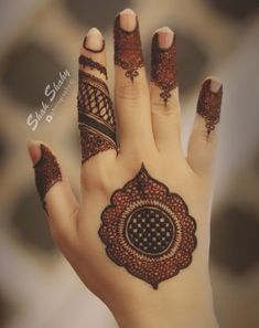 Henna designs - 51 Beautiful Mylanchi designs for hands – Henna designs Easy Mehndi Designs, Latest Mehndi Designs, Bridal Mehndi Designs, Round Mehndi Design, Indian Henna Designs, Finger Henna Designs, Henna Art Designs, Mehndi Designs For Girls, Mehndi Designs For Beginners