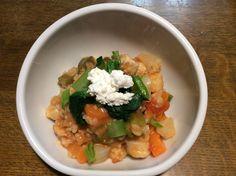 鱈と人参、胡瓜、かぶの玄米トマトリゾット、小松菜とカッテージチーズのせ