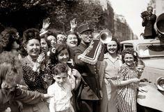 paris 1945 | Le 8 Mai 1945 … Parce que nous avons une histoire … Belle ou pas ...