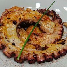 Uno de los platos preferidos de Restaurante Diferen-T es el Pulpo a la plancha con parmentier de patata y pimenton de la Vera quién puede resistirse a esta especialidad gallega!! #cibeles #diferentmadrid #diferent #retiro #pulpo #gallega #plato #puertadealcalá