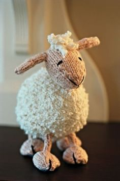 Free Knitting Patterns For Toy Animals - Knitted Toy Pattern. This lamb is cute!
