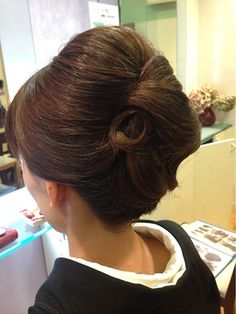 French twist with volume in the crown Evening Hairstyles, Mom Hairstyles, Formal Hairstyles, Vintage Hairstyles, Wedding Hairstyles, Mother Of The Bride Hair, 60s Hair, Hair Arrange, Japanese Hairstyle