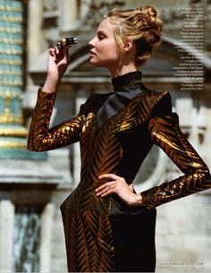 Magdalena Frackowiak shows off a different side to haute couture in the January 2016 cover story from ELLE Italy. Posing for Matt Jones, the Polish beauty certainly knows how to stand out from a scenic Paris backdrop in a playful mix of fringe, metallic and floral embellishments. Stylist Alberto Zanoletti selects everything from sculptural avant …