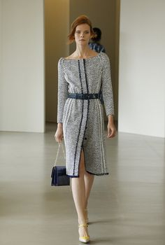 Оскар де ла Рента 2016 Tweed Dress, Blouse Styles, Timeless Fashion, Love Fashion, Runway Fashion, Fashion Design, Womens Fashion, Business Chic, 2016 Fashion Trends