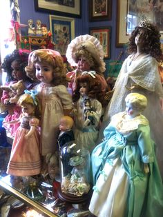 A group of my Antique dolls !