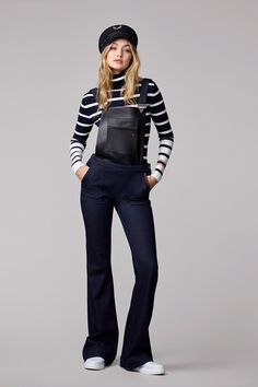 The supermodel has created a line for Tommy Hilfiger and we love the Gigi Hadid style, however we can't wait to see the massive show at NYFW. Tommy Hilfiger Looks, Tommy Hilfiger Mujer, Gigi Hadid Tommy Hilfiger, Vogue, Style Gigi Hadid, Estilo Navy, Sporty Chic, Look Fashion, Modest Fashion