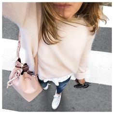 Claire Teixeira sur Instagram : SWEET This was yesterday • Daria Top & Gaspard Knit from @sezane • Dakila Jeans from @reikojeans • Bag by #mansurgavriel • Shoes #converse • Sunnies #celine • #sezane#sezaneparis#reiko#metoday#todayimwearing#fromwhereistand