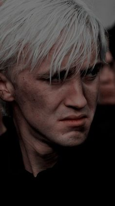 So I've been reading Harry Potter since I was 11 and the one thing I could never understand was why everyone hated Draco Malfoy. Draco Harry Potter, Harry Potter Tumblr, Estilo Harry Potter, Mundo Harry Potter, Harry Potter Pictures, Harry Potter Characters, Hogwarts, Slytherin, Drarry
