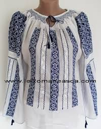 Resultado de imagen de las blusas rumanas Folk Fashion, Womens Fashion, Dress Images, Quilted Jacket, Traditional Outfits, Embroidery, Clothes For Women, My Style, Dresses