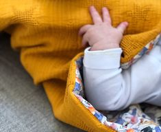 Beginner sewing: a newborn baby blanket! - Beginner sewing: a newborn baby blanket! - Happy as a bee Coin Couture, Baby Couture, Couture Sewing, Sewing Tutorials, Sewing Patterns, Tutorial Sewing, Skirt Patterns, Dress Tutorials, Blouse Patterns