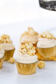 These Caramel Corn Cupcakes are sweet with nutty brown butter cupcakes topped with fluffy caramel frosting. You get all your favorite caramel corn flavors! #desserts #cupcakes