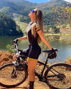 Curation of the best biking set all over the world. The most detailed collection of biking jerseys, bib short, cycling socks, biking caps and many oth. Mountain Biking Women, Female Cyclist, Cycling Girls, Bicycle Girl, Bike Style, Bicycle Design, Cycling Outfit, Sport Girl, Fit Women