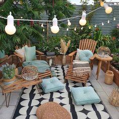 Cozy nature-filled outdoor patio area with string lights - Modern Design Backyard Patio Designs, Backyard Landscaping, Patio Ideas, Cozy Backyard, Garden Ideas, Diy Patio, Wood Patio, Oasis Backyard, Backyard Hammock