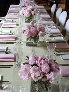 ideas for wedding table decorations peonies bridal shower Pink Table Decorations, Christmas Table Decorations, Wedding Table Centerpieces, Wedding Decorations, Centerpiece Christmas, Beautiful Table Settings, Easter Table, Flower Arrangements, Wedding Flowers
