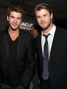 Ohhhh my... the Hemsworth brothers are perfect (and tall...)