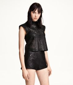Short lace shorts with a printed snakeskin pattern, front pockets with zip, and concealed back zip. Lined.