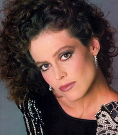 Sigourney Weaver photographed by Francesco Scavullo for Harper's Bazaar, September 1984 WAIT oh no that's not me sure looks like it from back in the day! 80s Actresses, Francesco Scavullo, Sigourney Weaver, Actrices Hollywood, Watercolor Fashion, Actor Photo, Best Actress, Timeless Beauty, Short Hair Cuts