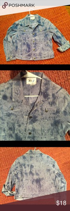 H&J large blue denim jacket large with sparkles H&J Large blue denim with some stretch in it, long sleeve, button front with rhinestones throughout it. 2 side pockets and 2 chest pockets! New H&J Jackets & Coats Jean Jackets