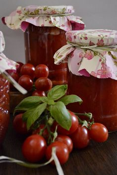 rosii cherry cu usturoi si busuioc Preserves, Pickles, Pantry, Cherry, Food And Drink, Vegetables, Cooking, Ale, Recipes