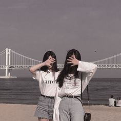 Find images and videos about girl and ulzzang on We Heart It - the app to get lost in what you love. Mode Ulzzang, Ulzzang Korean Girl, Ulzzang Couple, Best Friend Pictures, Bff Pictures, Ullzang Girls, Korean Best Friends, Girl Friendship, Girl Korea