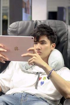 Cute Asian Guys, Hot Asian Men, Cute Boys, My Boys, Reaction Face, 2moons The Series, New Saints, Thai Tea, Ulzzang Couple