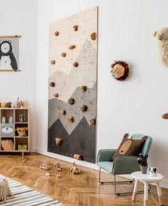 Vous manquez d'inspiration pour décorer les murs de votre chambre d'enfant ? On vous livre nos meilleures idées pour créer une déco murale originale, atypique ou ludique ! Du mur d'escalade au papier-peint trompe l'œil en passant par les moulins à vent… Découvrez 8 idées à copier #woolandnursery #animalset6 #wallart Baby Bedroom, Baby Boy Rooms, Baby Room Decor, Kids Bedroom, Lego Room Decor, Toddler Rooms, Room Kids, Childrens Room Decor, Kids Room Design