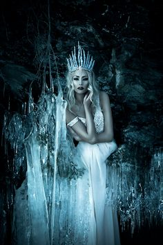 West Queen Emiline- 4 of the Four Queens of each World Corner Grimm and fairy photo art inspiration snow queen Foto Fantasy, Fantasy World, Dark Fantasy, Fantasy Art, Snow Queen, Ice Queen, Wiccan, Wattpad, Fantasy Photography