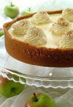 Ostekake med eple og ingefær Vanilla Cake, Desserts, Food, Tailgate Desserts, Deserts, Essen, Postres, Meals, Dessert