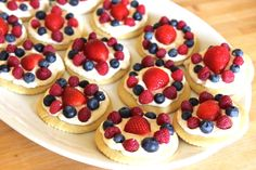 Mini Fruit Pizzas- Sugar cookie crusts with whipped cream cheese frosting and fresh fruit! No Bake Desserts, Just Desserts, Dessert Recipes, Mini Fruit Pizzas, Whipped Cream Cheese Frosting, Fruit Kabobs, Fruit Dishes, Breakfast Dessert, Healthy Treats