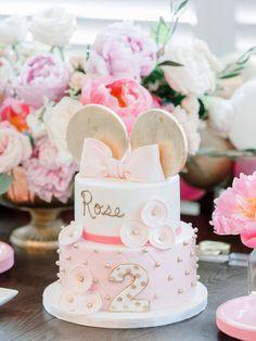 Chic Minnie Mouse Birthday ⋆ Nico and Lala Mini Mouse Birthday Cake, Mini Mouse Cake, Baby Girl Birthday Theme, 1st Birthday Cake For Girls, Minnie Mouse Birthday Decorations, 21st Birthday Cakes, Mickey Birthday, 2nd Birthday, Pastel Cakes