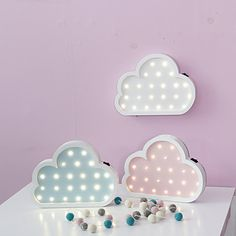even though this is for a little girl, I would so put these up in my room!