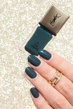 YSL Fur Green or the downside disadvantages – The Best Nail Designs – Nail Polish Colors & Trends Dark Green Nail Polish, Dark Green Nails, Dark Nails, How To Do Nails, Fun Nails, Winter Nail Designs, Dipped Nails, Powder Nails, Winter Nails